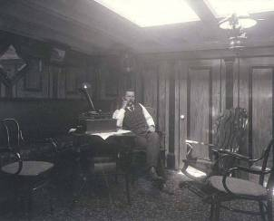 Masters_cabin_onboard_the_schooner_HK_HALL_Washington_ca_1902