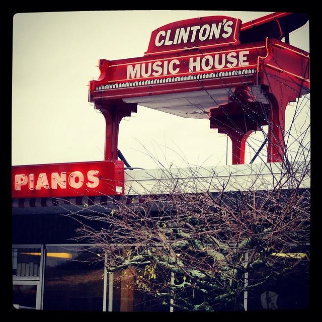 piano-neon
